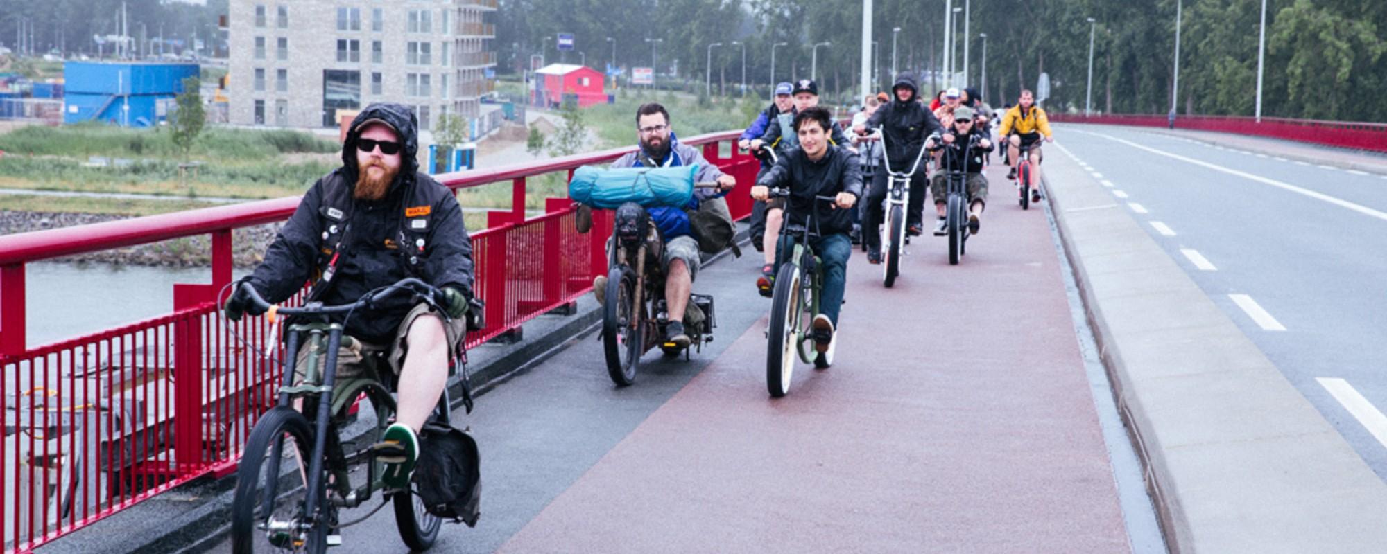 We fietsten een stukje mee met de Chopaderos