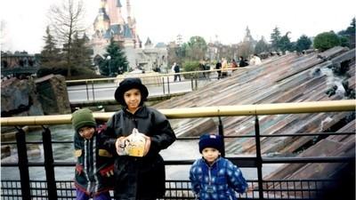 Cum e să copilărești în Disneyland