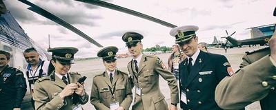 Întrebarea zilei: Ai da bani ca să ajungi general în Armata Română?