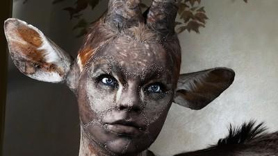 Fă cunoștință cu artista care pune fețe umane animalelor împăiate