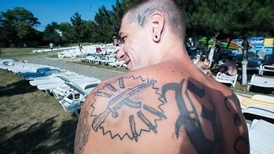 Tatuagens vistas nas piscinas públicas da Roménia