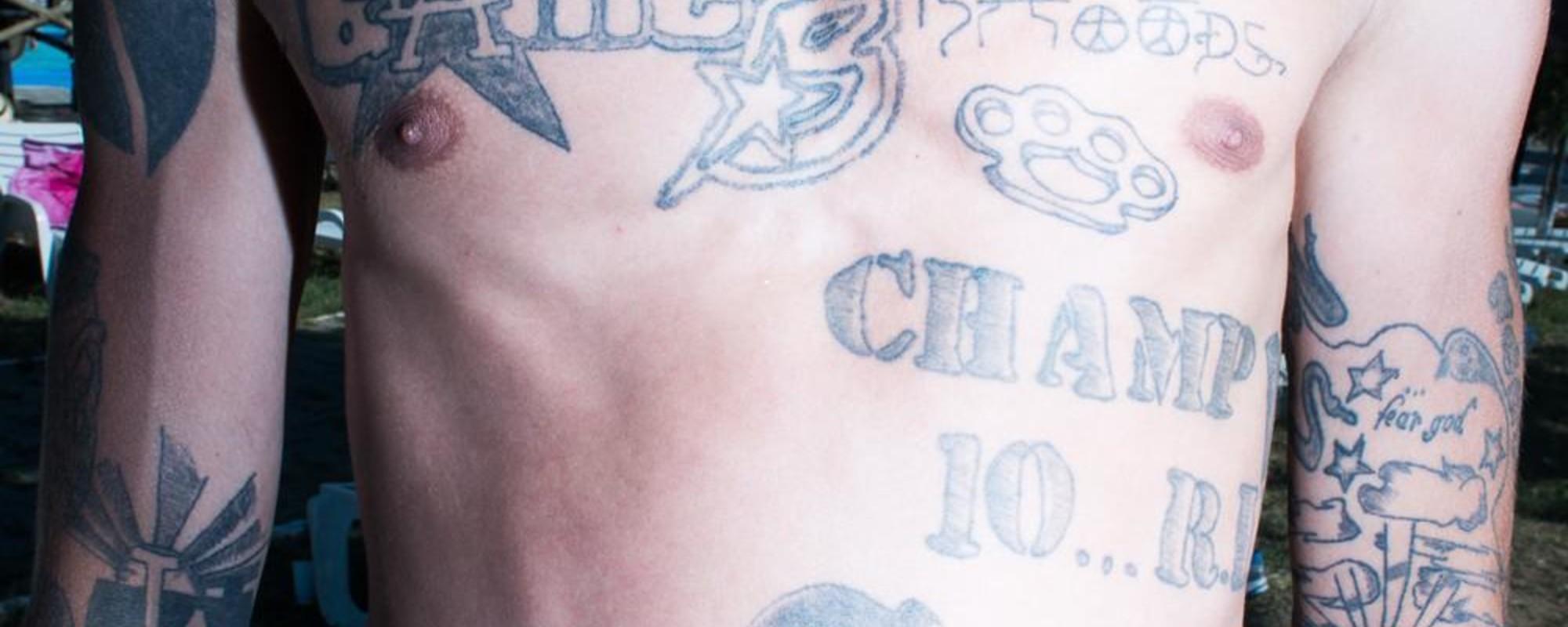 Τα Περίεργα Τατουάζ στις Δημόσιες Πισίνες της Ρουμανίας