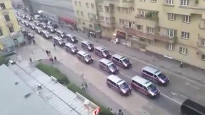 Warum die Wiener Polizei mit einer Armada ein paar Fußballfans eskortiert hat