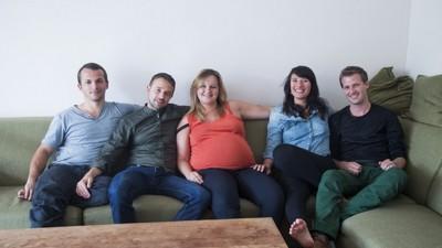 Sjoerd, Jaco, Sean, Dewi en Daantje krijgen samen één baby