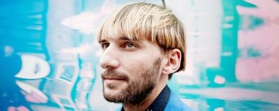Vi snakkede med verdens første cyborg om danske bynavne, Adolf Hitlers stemme og lyden af farver