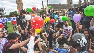 Fotografii de la protestul împotriva interzicerii gazului ilariant în Marea Britanie