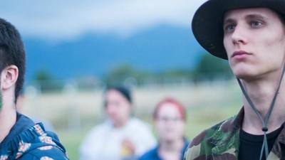 Oameni boemi, focuri de tabără și haine colorate la Airfield Festival