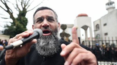 Radical UK Preacher Anjem Choudary Charged with Encouraging Support for the Islamic State
