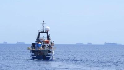 De miljonair die migranten redt op de Middellandse Zee