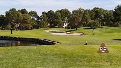 Un 'cagador serial' lleva diez años defecando diariamente en los hoyos de un campo de golf