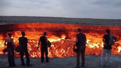 Ein gigantischer Feuerkrater in Turkmenistans Wüste brennt seit über 40 Jahren
