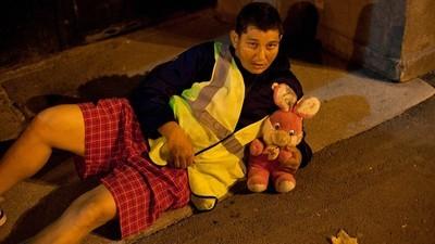 On laisse les Roms toxicomanes de Bucarest crever dans la rue