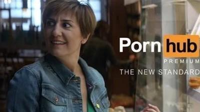 PornHub ha fatto davvero arrabbiare il Parmigiano Reggiano