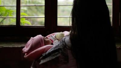 Una niña de 11 años da a luz después de que le negaran abortar en Paraguay