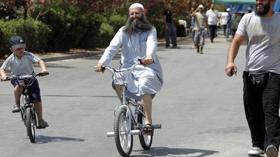 Een bmx-rijdende imam uit Libanon is na twee jaar voortvluchtigheid gearresteerd