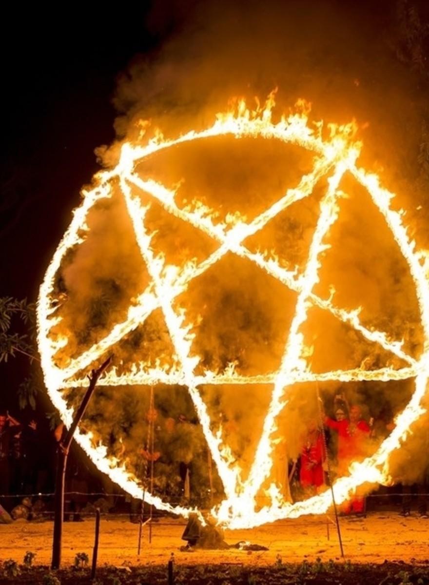 Escenas de una misa negra en México