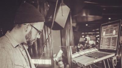 Een interview met een dj die doof is