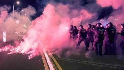 Heidenau: Rechte greifen Polizei an, Polizei verprügelt Linke – was sonst?