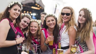 Hier sind all die nervigen Personen, die du jemals auf einem Festival getroffen hast