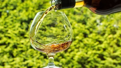 Die Frau, die eine Flasche Cognac geext hat, weil sie damit nicht fliegen durfte, ist eine Heldin unserer Zeit