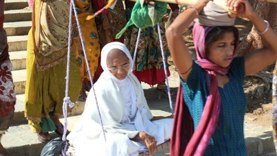In India protesteren duizenden Jaïnisten voor het recht om zich dood te vasten