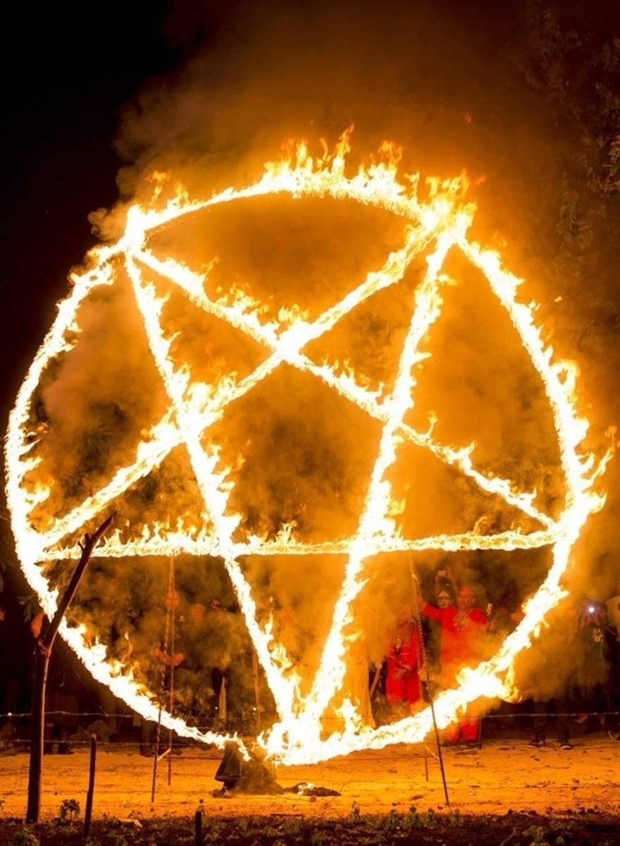 So feiert man eine schwarze Messe in Mexiko