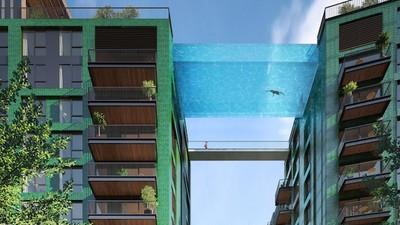 """Im Londoner """"Sky Pool"""" könnt ihr durch die Luft schwimmen"""