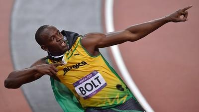 Un camarógrafo en Segway derriba a Usain Bolt