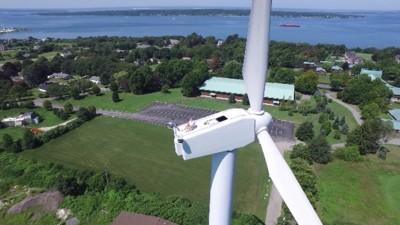 Selbst beim Sonnenbaden auf dem Windkraftrad verletzen Drohnen deine Privatsphäre