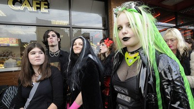 Shock News: Young People Are More Likely to Be Depressed if They're Goths