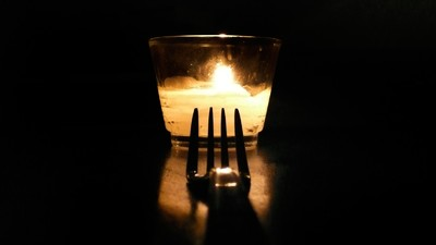 Dining in Total Darkness Might Save Your Relationship