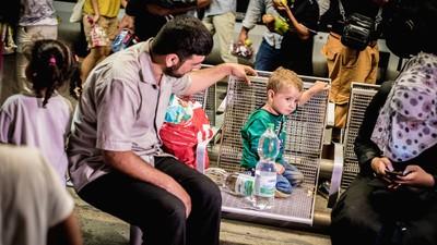 Was Montagabend am Wiener Westbahnhof mit Hunderten Flüchtlingen passiert ist, macht Mut