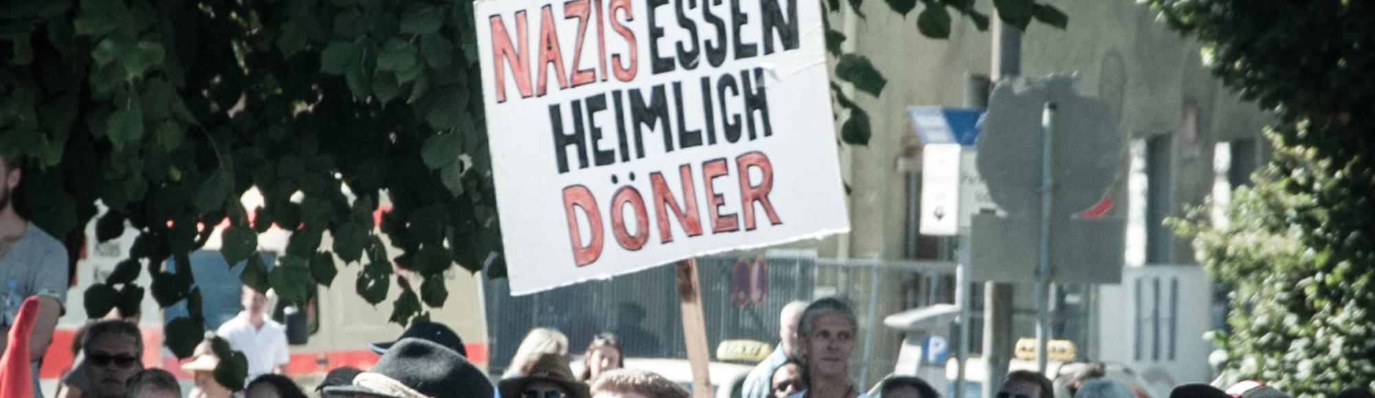 Döner, Dirndl, Deutschlandfahne – Ein Bericht von der Neonazi-Demo in Rosenheim