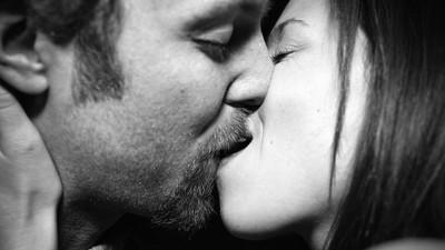 Η Σύμβουλος Σχέσεων που Θέλει να Βοηθήσει τους Stoners να Βρουν τον Έρωτα