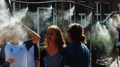 Ad Auschwitz hanno fatto installare delle docce contro il caldo, ma nessuno l'ha trovata una grande idea