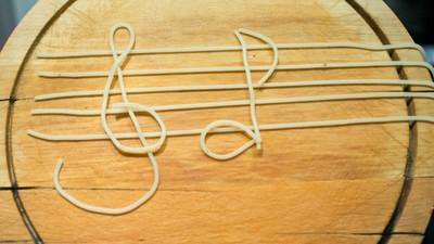 Am fost acasă la Plurabelle, să văd cum gătesc muzicienii