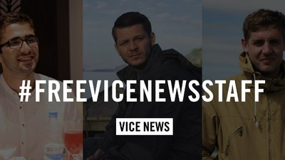 Turcia i-a eliberat pe doi dintre jurnaliştii VICE News, dar al treilea rămâne la închisoare