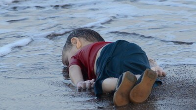 We Spoke to the Photographer Behind the Picture of the Drowned Syrian Boy