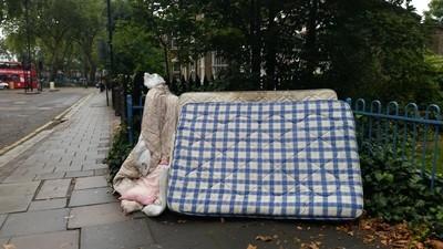 Ratas, trapicheos y poca calefacción: así son los nuevos barrios españoles de Londres