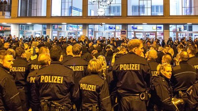 Flüchtlinge empfangen und Neonazis verjagen – Dortmund hat es am Wochenende vorgemacht