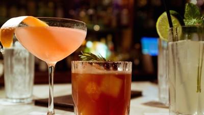 Wieso es dir dein Gehirn so schwer macht, es bei einem Getränk zu belassen