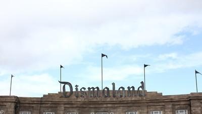 We gingen naar Dismaland, het nieuwe kunstpretpark van Banksy