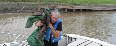 Drag the Red: Diese freiwilligen Helfer durchsuchen Winnipegs Red River nach Leichen