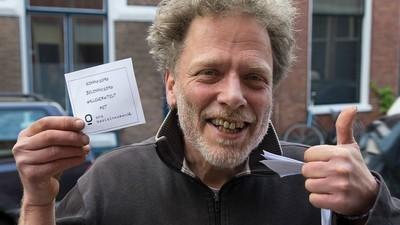 Een gesprek met de eerste Nederlander die maandelijks duizend euro gestort krijgt