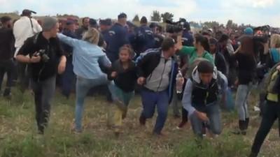 """Die Kamerafrau, die Flüchtlingskinder getreten hat, antwortet: """"In diesem Moment ist etwas in mir passiert"""""""