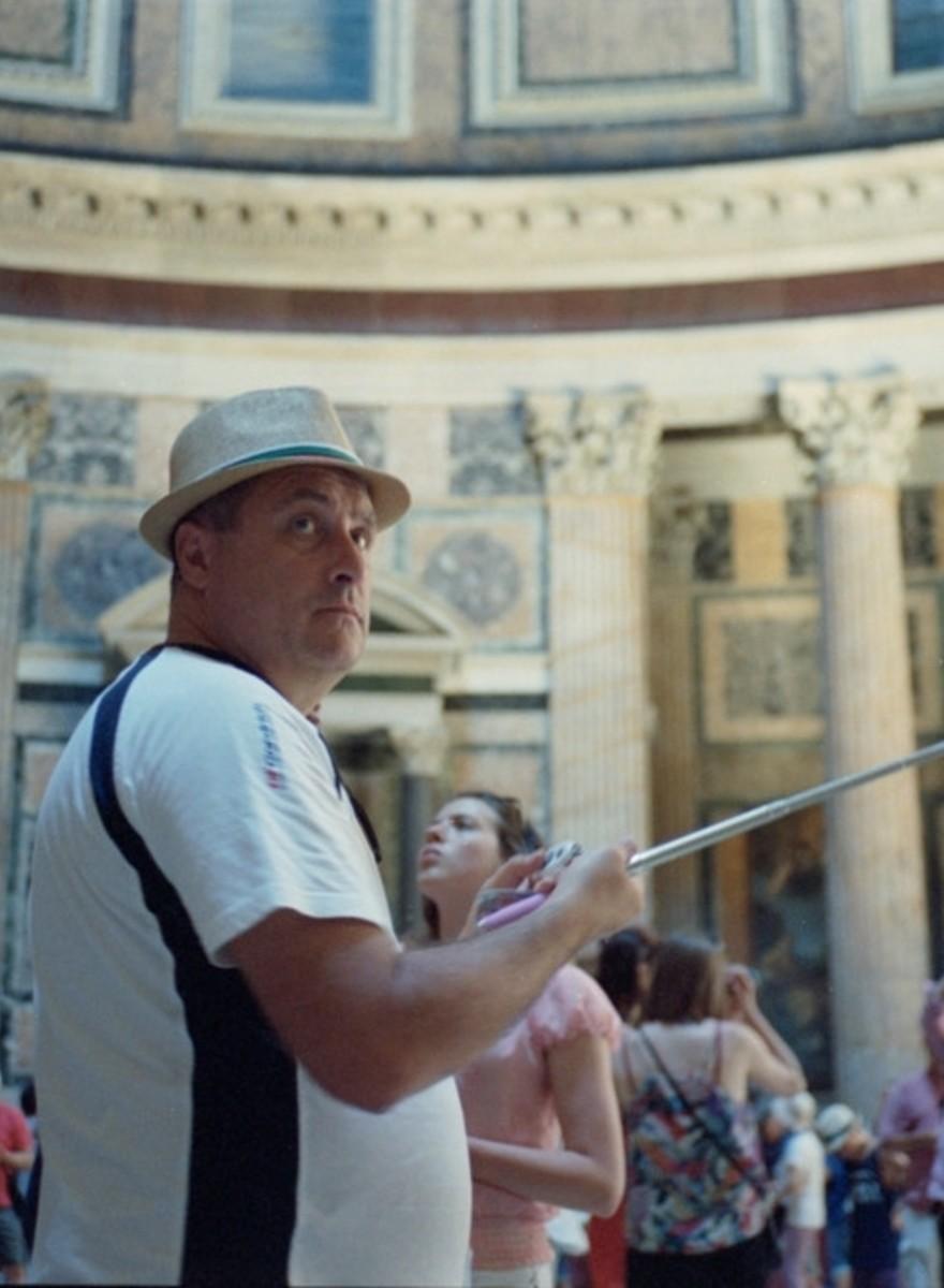 Selfiesticks in Rome