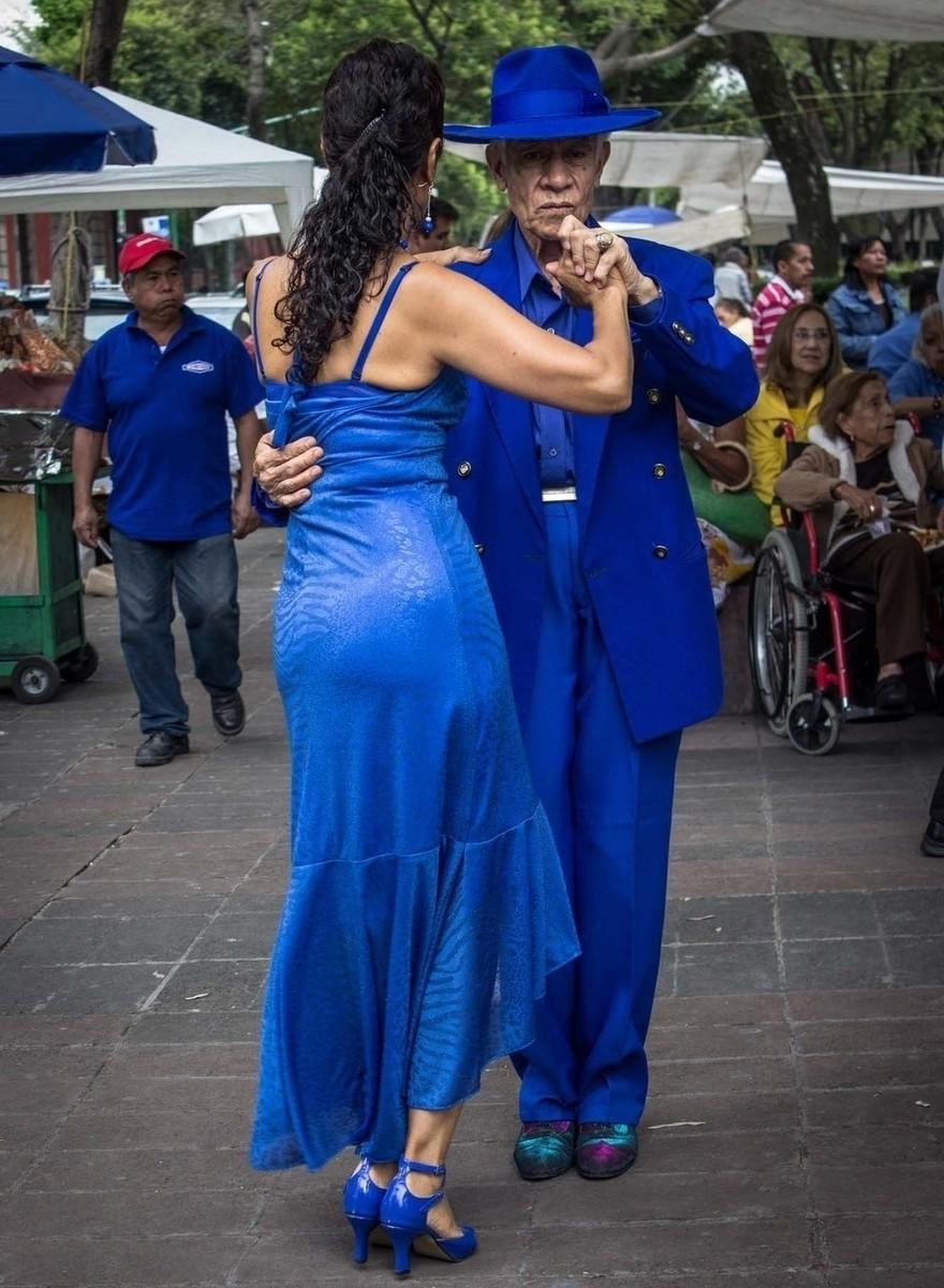 Extreem goed geklede dansende bejaarden in Mexico-Stad