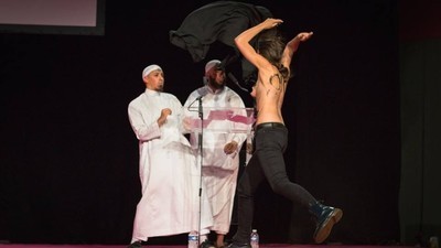 FEMEN Activists Explain Why They Flashed Their Tits at a Muslim Conference