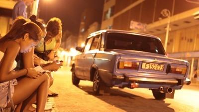 Los traficantes de internet de Cuba