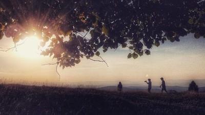 Urmărește noul videoclip Theory of Mind, despre prima dragoste